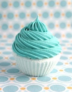 little tiffany-blue cupcakes Azul Tiffany, Tiffany Blue, Turquoise Cottage, House Of Turquoise, Shades Of Turquoise, Aqua Blue, Mint Green, Turquoise Cupcakes, Teal Cupcakes