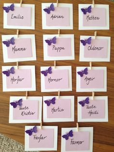 Bordkort til navnefest Butterfly Wedding, Dining Decor, Wedding Place Cards, Table Cards, Box Frames, Diy Cards, Christening, Diy And Crafts, Place Card Holders