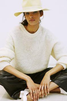 32 knit ¥37,000 pants ¥28,000 hat ¥26,000 shoes ¥104,000