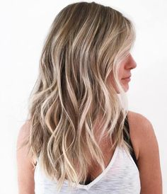 Bronde Beach Waves Hairstyle