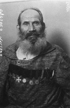 1915 - Le cosaque Frouhanoff, 62 ans, le plus vieil engagé volontaire de l'armée russe (portrait). Photographie de presse / Agence Rol