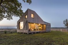 Even small houses have big risks when it comes to lightning. Architects ASGK Design sheltered this home from the storm while enhancing its appearance. Building A Small House, Small House Floor Plans, Build Your House, Roof Design, Exterior Design, Petra, Wooden House Design, Timber Buildings, Tiny House Nation