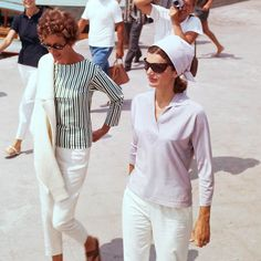Jacqueline Kenney Onassis (AKA Jackie O)'s best fashion and style moments, as First Lady Of The United States. Estilo Jackie Kennedy, Los Kennedy, First Ladies, All Fashion, Womens Fashion, 20th Century Fashion, Comfortable Outfits, Simple Outfits, Summer Girls