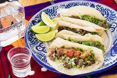 """【いま""""メキシコ飲み""""が熱い! 本場のシェフが教えてくれたメキシコのレシピ【第1回:牛肉のタコス】】ienomistyle(イエノミスタイル)はあなたの家飲み(ビール・クラフトビール・日本酒・ワイン・ハイボール・炭酸水・焼酎)ライフに特化し、新しくする国内初のWeb情報サイトです。家飲みに関するライフスタイルメディアとして、イベント情報やバイヤーこだわり商品、ちょい飲みやパーティーで活躍するレシピ(おつまみ)のご提案など食卓で役立つ様々な情報を発信していきます。"""