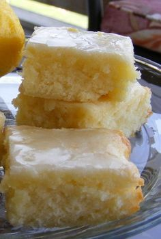 Lemon Brownies using fresh lemon juice and zest. Line pan with parchment paper for easy removal.Lemon Brownies using fresh lemon juice and zest. Line pan with parchment paper for easy removal. Just Desserts, Delicious Desserts, Yummy Food, Easy Lemon Desserts, Easy Lemon Bars, Lemon Dessert Recipes, Light Desserts, Summer Desserts, Recipes Dinner