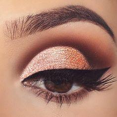 60 Ways of Applying Eyeshadow for Brown Eyes ★ Best Eyeshadows for Brown Eyes picture 6 ★ See more: http://glaminati.com/eyeshadow-for-brown-eyes/ #makeup #makeuplover #makeupjunkie