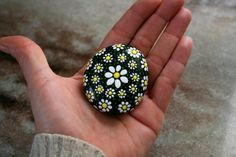 78 Creative DIY Ideas Painted Rock Patterns to Inspire - Page 32 of 82 Rock Painting Patterns, Dot Art Painting, Rock Painting Designs, Pebble Painting, Stone Painting, Painted Patterns, Easy Flower Painting, Rock Painting Ideas Easy, Mandala Painted Rocks