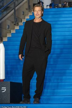 Brad Pitt hits the red carpet at Ad Astra premiere in Tokyo after son Maddox broke silence Celebrity Workout, Celebrity Babies, Celebrity Photos, Celebrity Style, Hottest Male Celebrities, Cute Celebrities, Celebs, Brad Pitt Fury Hair, Brad And Angelina