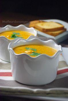 Parmi les soupes d'hiver qu'on appr�cie particuli�rement � la maison, cette soupe aux carottes et lentilles corail est un d�lice ! �a change des soupes classiques, se dig�re tr�s bien en plus elle a une belle couleur ! Dans cette recette j'ai mis 2 �...