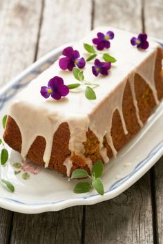 Wortelcake - Dishcover Pudding, Desserts, Tailgate Desserts, Deserts, Custard Pudding, Puddings, Postres, Dessert, Avocado Pudding