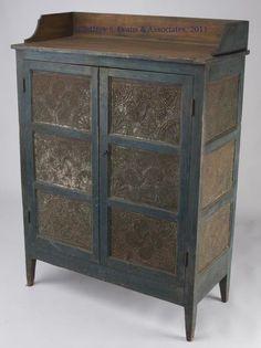 Pie safe, so want this. Primitive Furniture, Primitive Antiques, Country Furniture, Country Primitive, Antique Furniture, Painted Furniture, Primitive Bedding, Primitive Cabinets, Primitive Homes