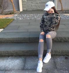 If you are in the mood of a casual outfit, mix a t shirt with jeans. With a pair of white sneakers the outfit is all done. Tomboy Fashion, Fashion Killa, Dope Outfits, Winter Outfits, Casual Outfits, Fashion Outfits, Fashion Fashion, Fashion Check, Prom Outfits