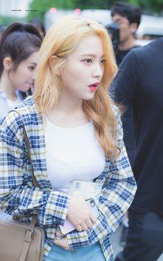 K-Pop Babe Pics – Photos of every single female singer in Korean Pop Music (K-Pop) Park Sooyoung, Fashion Idol, Pop Fashion, Seulgi, K Pop, South Korean Girls, Korean Girl Groups, Red Velvet イェリ, Korean Face