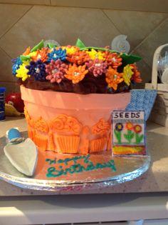 Flower pot birthday cake Flower Pots, Flowers, Seeds, Birthday Cake, Homemade, Desserts, Food, Flower Vases, Tailgate Desserts