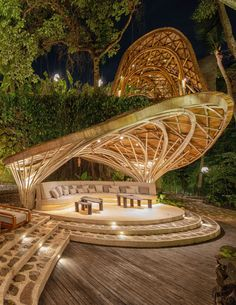 Bamboo architecture is all the rage in the world of tropical sustainable luxury, and the latest word in this trend is the Ulaman Eco Retreat in Bali. This wellness retreat is an incredibly inventive creation that blends ancient building techniques and modern technology to offer an experience of a futuristic village integrated into a tropical forest. #ubudbalihotel #ubudbalihotelboutiques #besthotelsinubudbali #balihoteldesign #balihotelarchitecture Luxury Hotels Bali, Ubud Bali Hotels, Bvlgari Hotel, Bamboo Roof, Unusual Hotels, Bamboo Structure, Bamboo Architecture, Hotel Concept, Curved Walls