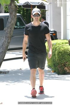 Joe Jonas Wearing a New York Yankees cap, goes shopping in West Hollywood http://icelebz.com/events/joe_jonas_wearing_a_new_york_yankees_cap_goes_shopping_in_west_hollywood/photo1.html