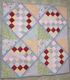 1920s inspired baby quilt blogged by Skirt Fixation