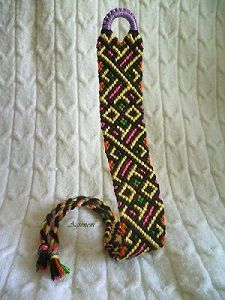 Welcome to friendship-bracelets.net!  On this site, you can find patterns and descriptions on how to make the popular bracelets for yourself or a dear friend. Take part of this great hobby and start tying today! http://friendship-bracelets.net/