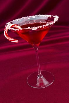 A Candy Cane Christmas Cocktail Party - - A timeless Christmas party theme idea. Get inspiration for Candy Cane decorations, cocktails, and party activities. Christmas Drinks Alcohol, Christmas Martini, Christmas Cocktail Party, Christmas Party Themes, Christmas Cocktails, Holiday Cocktails, Candy Cane Christmas, Birthday Cocktail, Christmas Treats