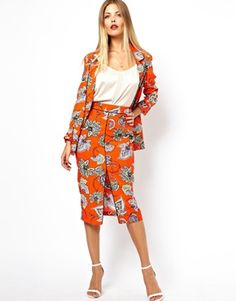 ASOS Double Breasted Blazer in Bold Floral Print. Jakke 431kr, pencil skirt 249kr
