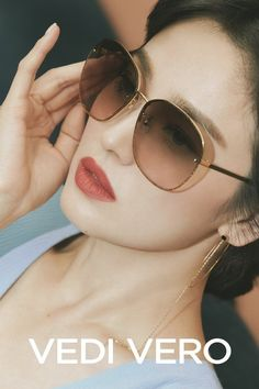 Song Hye Kyo goes classy, casual, and chic in her 'VEDI VERO' pictorial Song Hye Kyo Style, Cat Eye Sunglasses, Sunglasses Women, Autumn In My Heart, Jo In Sung, 22 November, Acting Skills, Song Joong Ki, Sunglasses
