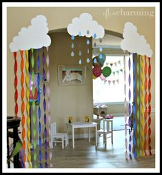 Rainbow and rain clouds are the perfect, simple DIY decor .- Regenbogen und Regenwolken sind die perfekte, einfache DIY-Dekoration für ein Peppa Pig … Rainbow and rain clouds are the perfect, simple DIY decoration for a Peppa Pig … - Peppa Pig Birthday Decorations, Rainbow Decorations, School Decorations, Diy Party Decorations, Peppa Pig Party Ideas, Rooms Decoration, Decoration Creche, Rainbow Birthday Party, Rainbow Theme