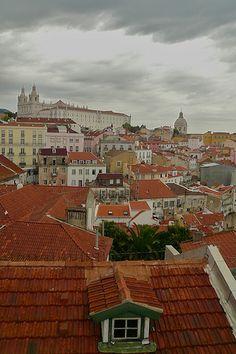 https://flic.kr/p/5XpESD | A window | Alfama, Lisbon. Portugal. September 2008.