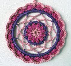 Mandala met bloemenhart. http://www.ravelry.com/patterns/library/mandala-met-bloemenhart