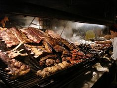 """Eating """"asado"""", the best meat I've ever eaten, in Montevideo, Uruguay Cheap Steak, Steak And Chips, Authentic Italian Pizza, Argentina Food, Fire Cooking, Easy Cooking, Grilled Meat, Street Food, Love Food"""