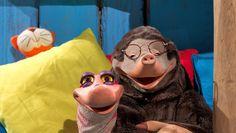 Afl.: Zie de maan schijnt. Thema: Sint. Moffel en Piertje vinden twee slapende zwarte pieten in het bos.