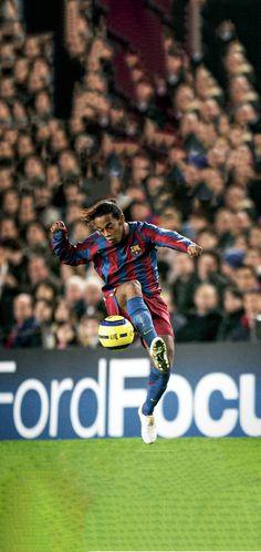 Best Football Players, Football Art, Soccer Players, Barcelona Players, Barcelona Futbol Club, Real Madrid Images, Ronaldinho Wallpapers, Leonel Messi, Ronaldo