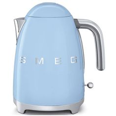 Smeg 50S Retro Style Electric Kettle (410 BRL) ❤ liked on Polyvore featuring home, kitchen & dining, small appliances, pastel blue, kitchen electrics, tea kettle, electric steam kettle, electric teakettle and electric kettle