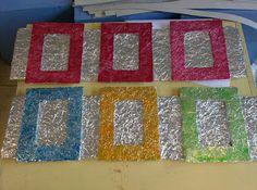 Gietjes Corner: Op naar Moeder- en Vaderdag: een kader met aluminiumfolie, karton, kurk en ecoline