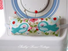 Shabby-Roses-Cottage: great choice of fabric for this sewing machine pin cushion!!  Love the birds!