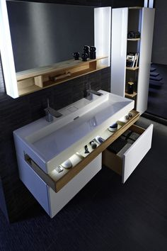 mobile doppio lavabo Jacob Delafon Plus - sophia. Bad Inspiration, Bathroom Inspiration, Modern Master Bathroom, Small Bathroom, Ikea Bathroom, Bathroom Renos, Bathroom Furniture, Craftsman Bathroom, Upstairs Bathrooms