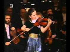 Young Hilary Hahn plays Bach (Gigue in d minor)