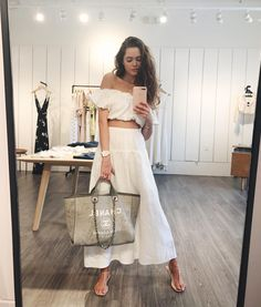 """11.1 mil curtidas, 97 comentários - Valeria Lipovetsky (@valerialipovetsky) no Instagram: """"The only time I can wear white linen outfits is when I'm minimum 1000km away from the kids …"""""""