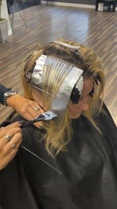 Ombré Hair, Blonde Hair, Balayage Hair Tutorial, Hair Foils, Hair Color Formulas, Hair Toner, Hot Hair Colors, Hair Color Techniques, Hair Painting