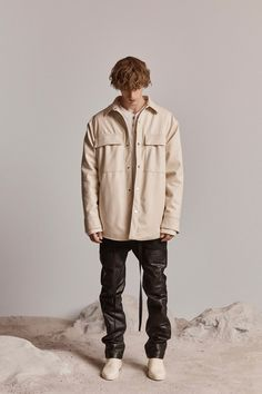 Fear of God Spring 2019 Ready-to-Wear Fashion Show Collection: See the complete Fear of God Spring 2019 Ready-to-Wear collection. Look 44 Fashion Brand, Mens Fashion, Fashion News, Style Fashion, Grunge Guys, Stylish Mens Outfits, Fashion Marketing, Fashion Show Collection, All About Fashion