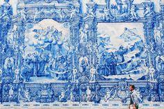 Ceramic panels by Eduardo Leite in Capela das Almas. XVIIIth century. Porto. 2014 #porto #capeladasalmas #tiles #tileaddiction #facade by gasconium