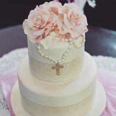 Resultado de imagen para first communion cake ideas Communion Solennelle, First Holy Communion Cake, Communion Dresses, Comunion Cakes, Catholic Baptism, Religious Cakes, Cupcake Cakes, Cupcakes, Confirmation Cakes