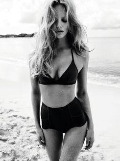 High-waisted bikini.