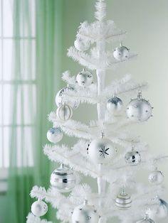 Weihnachtsbaum eine farbe weißer christbaum weiße kugeln