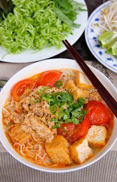 [Vietnamese Recipes] Bún Riêu Cua (Vietnamese Tomato and Crab Noodle Soup) Vietnamese Soup, Vietnamese Cuisine, Easy Vietnamese Recipes, Vietnamese Restaurant, Asian Recipes, Healthy Recipes, Ethnic Recipes, Easy Recipes, Rice Noodle Soups