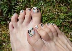 pastel patchwork and flowers, perfect for summer! nail art pedicure