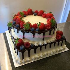 Mandy's baking journey: Two tiered Forest fruit cake - Creative Cake Decorating Ideen Delicious Cake Recipes, Fruit Recipes, Yummy Cakes, Dessert Recipes, Easy Cake Decorating, Cake Decorating Techniques, Cake Decorated With Fruit, Funfetti Kuchen, Bolos Naked Cake