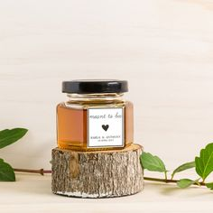 Honey Jar with Custom Sticker Wedding Favour/Bombonniere. Wedding Favour Jars, Honey Wedding Favors, Wedding Gifts For Guests, Honey Pictures, Australian Honey, Honey Favors, Honey Packaging, Wooden Swings, Local Honey