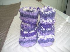 Vauvan tossut lNovitan sukkalehdestä.