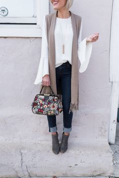 Long cardigan vests are so cute and versatile. I love this look with the solid color top, jeans, booties, and the floral bag. Long Vest Outfit, Sweater Vest Outfit, White Cardigan Outfit, Long Sweater Vest, Sleeveless Cardigan, Long Sweaters, Vest Outfits For Women, Casual Outfits, Work Outfits