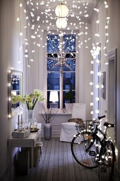 White (christmas) lights...and  bicycle  ;-), absolutely love that they lit up the bike, something I would do...hehehe